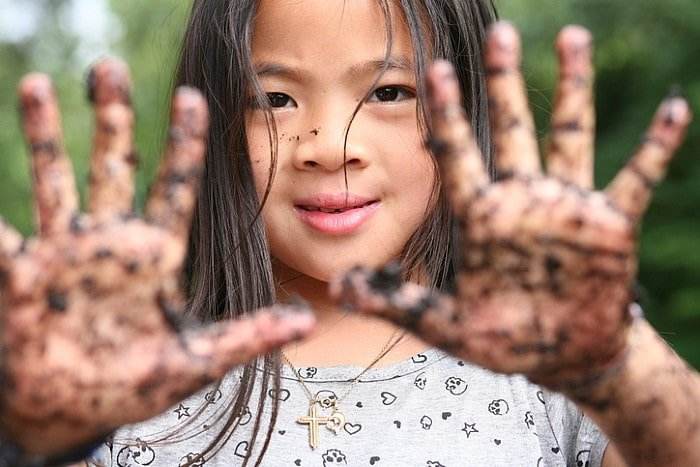 Girl with dirty hands